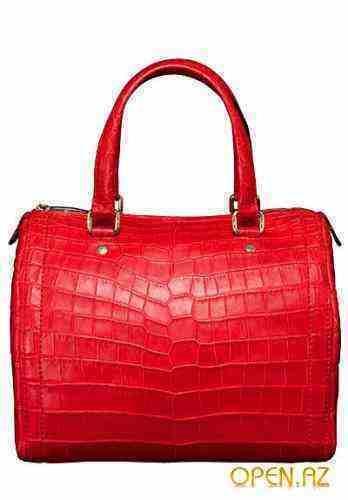 Главная роль в новой коллекции сумок CH Carolina Herrera, врочем, как и.